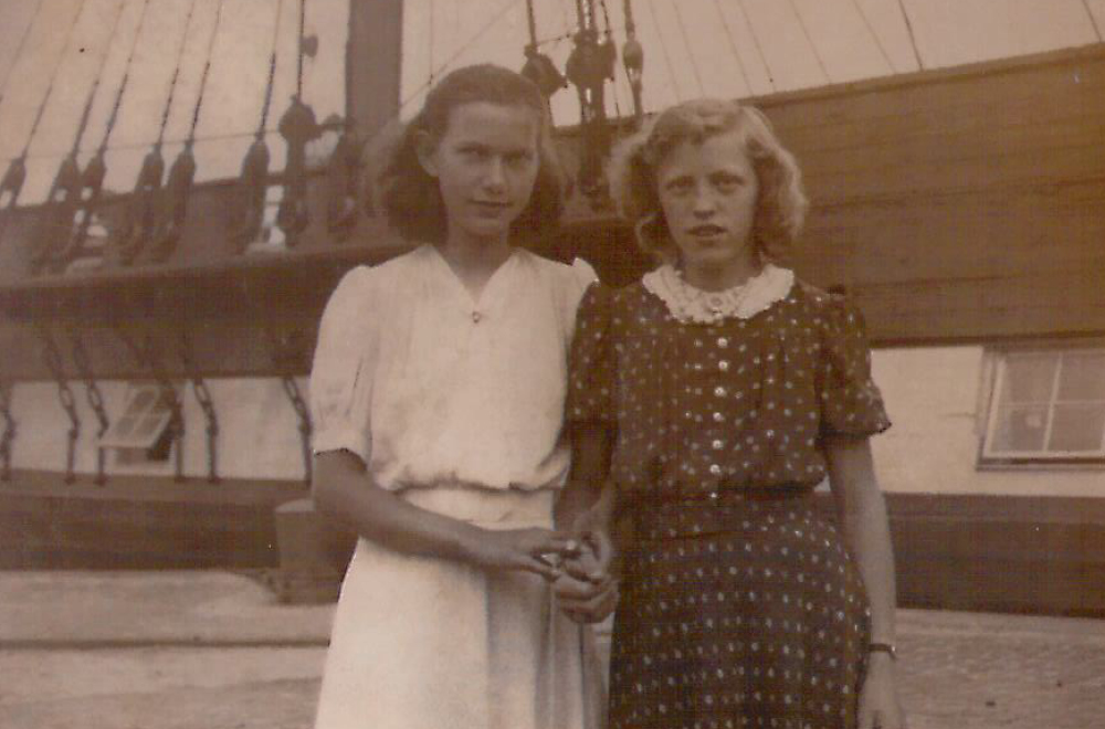 Provinsbørn foran Fregatten Jylland i København